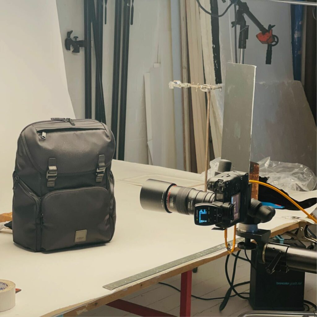 Photographing Knomo product